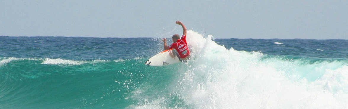 Taj Burrow shreds the finals at the Quiksilver Pro